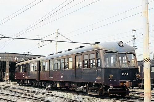 京阪神急行電鉄(阪急電鉄)250形251 桂車庫(カラー変換)