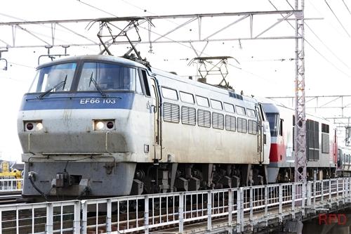EF66 106+DF200-220 甲種輸送