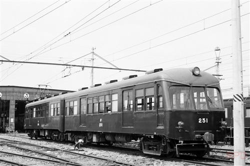 京阪神急行電鉄(阪急電鉄)250形251 桂車庫(モノクロ→カラー化)