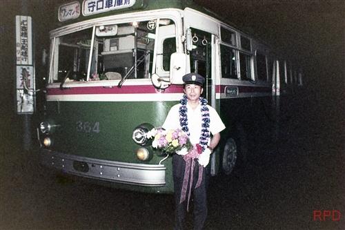 大阪市営トロリーバス300形346 最終日 運転士花束贈呈