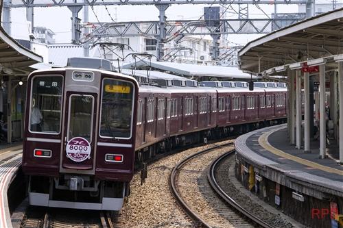 阪急電鉄宝塚線8100形8104 8000系車両誕生30周年記念復刻装飾