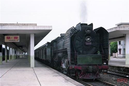 中国三茂線QJ1074(前進形)客レ
